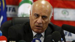 رئيس اتحاد كرة القدم الفلسطيني جبريل رجوب يعقد مؤتمرا صحفيا في 12 أكتوبر، 2016 في مدينة رام الله في الضفة الغربية.  (Abbas Momani/AFP)