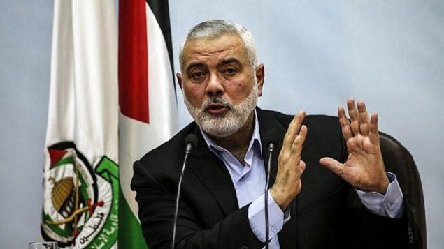 صورة من الأرشيف تم التقاطها في 23 يناير، 2018 لقائد حركة حماس، إسماعيل هنية، خلال إلقائه لخطاب في مدينة غزة. (Mahmud Hams/AFP)