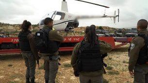 صادرت شرطة حرس الحدود مروحية بالقرب من معبر قلنديا سرقها مستوطن إسرائيلي في 27 مارس / آذار 2018. (شرطة الحدود)