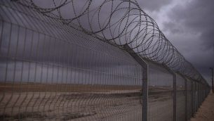 من الأرشيف: السياج الحدودي بين إسرائيل وغزة، 10 أغسطس، 2014. (Tomer Neuberg/Flash90)