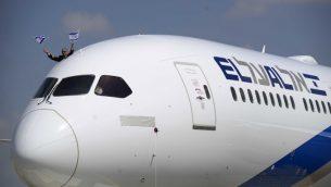 طائرة تابعة لشركة 'إل عال' في مطار بن غوريون، 23 أغسطس 2017 (Tomer Neuberg/Flash90)