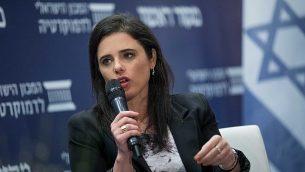 """وزيرة العدل أييليت شاكيد تتحدث أمام مؤتمر من تنظيم صحيفة """"ماكور ريشون' والمعهد الإسرائيلية للديمقراطية في إسرائيل في القدس، 11 مارس، 2018. (Yonatan Sindel/Flash90)"""