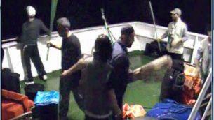 """لقطات مأخوذة من كاميرا مراقبة على متن السفينة """"مرمرة""""، تظهر النشطاء يستعدون لمقاومة جنود الجيش الإسرائيلي على متن السفينة. (IDF Spokesperson/Flash90)"""