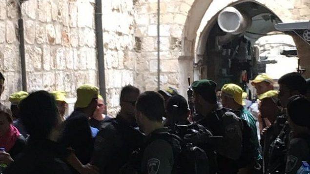 قوات الامن في ساحة هجوم طعن في البلدة القديمة في القدس، 18 مارس 2018 (Ir Amim)
