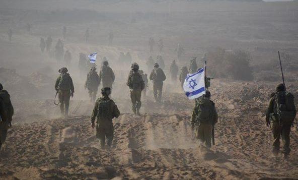 صورة توضيحية: جنود اسرائيليون يغادرون غزة عند انتهاء الاجتياح البري في اغسطس 2014 (IDF Spokesperson's Unit/ Facebook)