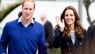 دوق ودوقة كامبريدج، الأمير ويليام وكيت ميدلتون، في أوكلاند، نيوزيلندا في 2014. (Prince William and Kate Middleton image via Shutterstock).