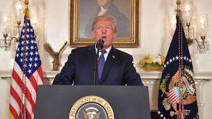 الرئيس الأمريكي دونالد ترامب يخطاب الأمة حول الوضع في سوريا، 13 أبريل، 2018 من البيت الأبيض في العاصمة الأمريكية واشنطن. (AFP PHOTO / Mandel NGAN)