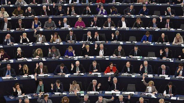 البرلمان الاوروبي خلال جلسة تصويت، 6 فبراير 2018 (AFP Photo/Frederick Florin)