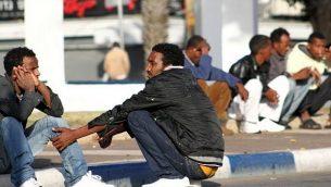 صورة توضيحية لمهاجرين أفارقة في جنوب تل أبيب. (Nicky Kelvin/Flash90/File)