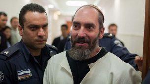 جاك تيتل (يمين)، الإرهابي المدان، في محكمة مقاطعة القدس في 16 يناير / كانون الثاني 2013. (Yonatan Sindel/Flash90)