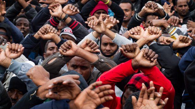 مهاجرون افريقيون يتظاهرون امام الكنيست في القدس، 26 يناير 2017 (Sebi Berens/Flash90)
