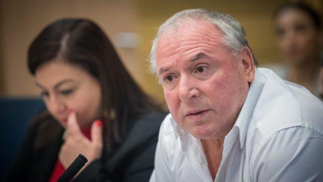 عضو الكنيست دافيد امسلم يقود جلسة لجنة الشؤون الداخلية في الكنيست، 11 يوليو 2017 (Yonatan Sindel/Flash90)