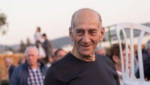 رئيس الوزراء السابق إيهود أولمرت يحضر احتفالا في كيبوتس رمات يوحنان في شمال إسرائيل في 31 مارس 2018. (Hadas Parush/Flash90)