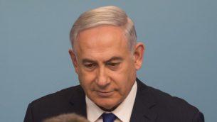 رئيس الوزراء بنيامين نتنياهو يعلن عن اتفاق مع الامم المتحدة حول طالبي اللجوء الافريقيين في اسرائيل، خلال مؤتمر صحفي في مكتبه في القدس، 2 ابريل 2018 (Hadas Parush/Flash90)