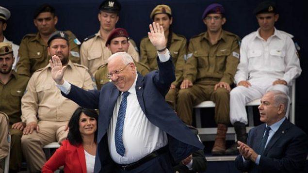 رئيس الدولة رؤوفين ريفلين في مراسم منح جوائز شرف لجنود متفوقين في إطار الاحتفالات بيوم الإستقلال ال70 لدولة إسرائيل في القدس، 19 أبريل، 2018.  (Yonatan Sindel/Flash90)