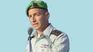 قائد كتيبة السامرة في الجيش الإسرائيلي جلعاد عاميت، في مناشير وزعها ناشطون يمينيون متطرفون، 19 ابريل 2018 (Courtesy)