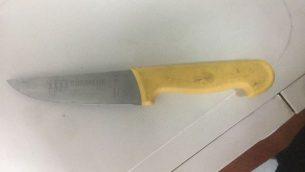 سكين عثر عليها بحوزة رجل فلسطيني اقترب من حاجز قلنديا، شمال القدس، 18 ابريل 2018 (Israel Police)
