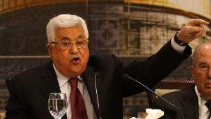 رئيس السلطةالفلسطينية محمود عباس يترأس جلسة للمجلس الوطني الفلسطيني في رام الله، 30 أبريل، 2018. (AFP PHOTO / ABBAS MOMANI)