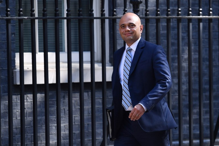 وصول وزير الداخلية البريطاني ساجد جاويد في 10 داوننغ ستريت في وسط لندن لحضور اجتماع مجلس الوزراء الأسبوعي في 8 مايو 2018. (Ben STANSALL / AFP)