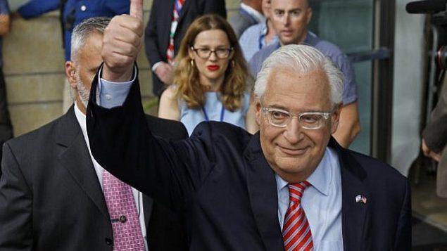السفير الأمريكي لدى إسرائيل ديفيد فريدمان يصل إلى حفل افتتاح السفارة الأمريكية في القدس، 14 مايو، 2018. (AFP Photo/Menahem Kahana)