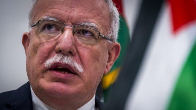وزير الخارجية الفلسطيني رياض المالكي يتحدث خلال مؤتمر صحفي في المحكمة الجنائية الدولية (Lex van LIESHOUT / ANP / AFP)