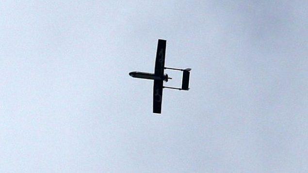 توضيحية: طائرة مسيرة تابعة للجناح العسكري لحركة حماس، كتائب القسام، تحلق فوق مدينة غزة في 14 ديسمبر، 2014. (AFP/MAHMUD HAMS)