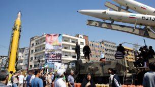 صواريخ 'شهاب 3' طويلة المدى وصواريخ 'ذو الفقار' معروضة خلال مسيرة يوم القدس في طهران، 23 يونيو 2017 (AFP Photo/Stringer)