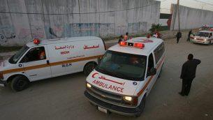 صورة توضيحية لسيارات اسعاف فلسطينية (Abed Rahim Khatib/ FLASH90)