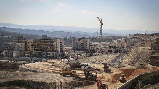موقع بناء للمباني السكنية الجديدة في بيت شيمش في 21 فبراير 2017. (Yaakov Lederman/Flash90)