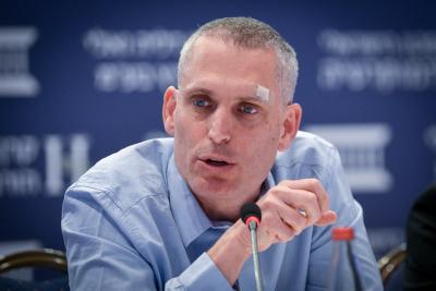نائب المستشار القضائي آفي ليخت يشارك في مؤتمر نظمه المعهد الإسرائيلي للديمقراطية في القدس، 19 يونيو 2017 (Yossi Zeliger/Flash90)