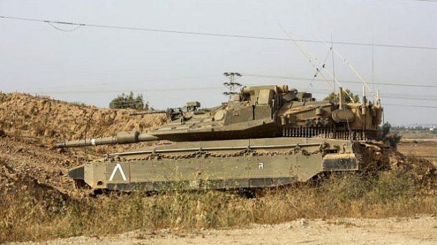 دبابة إسرائيلية بالقرب من الحدود مع غزة، 13 أبريل، 2018.  (Sliman Khader/Flash90)