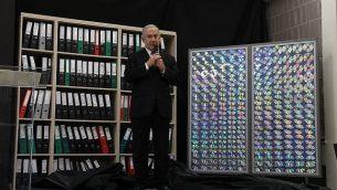 رئيس الوزراء بينيامين نتنياهو يلقي خطابا حول وثائق حصلت عليها إسرائيل يقول إنها تثبت أن إيران كذبت بشأن برنامجها النووي، في وزارة الدفاع في تل أبيب، 30 أبريل، 2018. (Miriam Alster/Flash90)