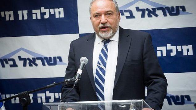 وزير الدفاع أفيغدور ليبرمان يترأس اجتماع كتلة حزبه 'إسرائيل بيتنا' في الكنيست، 7 مايو، 2018.  (Miriam Alster/Flash90)