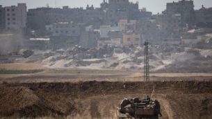 دبابة اسرائيلية بالقرب من قطاع غزة، 15 مايو 2018 (Hadas Parush/ Flash90)