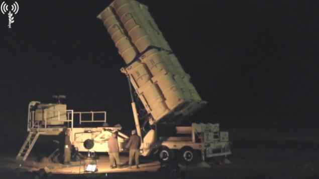 القوات الإسرائيلية تضع أنظمة النظام الدفاع الصاروخي 'السهم'  في شمال إسرائيل، 8 مايو، 2018.  (Screen capture: Israel Defense Forces)