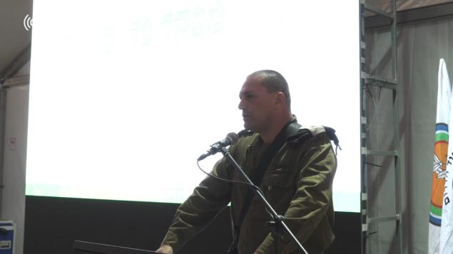 قائد قيادة الجنوب ايال زمير يتحدث مع ضباط في جنوب اسرائيل، 30 مايو 2018 (Screen capture: Israel Defense Forces)