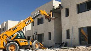 صورة لموقع بناء لحي جديد في مستوطنة معالية عاموس، 18 يونيو، 2017. (Jacob Magid/Times of Israel)