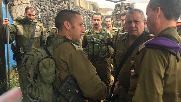 رئيس هيئة اركان الجيش غادي ايزنكوت يلتقي بضباط رفيعين من القيادة الشمالية وسط مخاوف من هجوم صاروخي إيراني ضد شمال اسرائيل، 9 مايو 2018 (Israel Defense Forces)