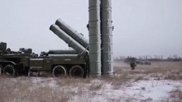 إعداد الصاروخ الروسي S-500 للاختبار. (التقاط شاشة: يوتيوب)