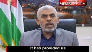"""زعيم حركة حماس في غزة، يحيى السنوار، يتباهى بالعلاقات الوثيقة لحماس مع إيران وحزب الله، في مقابلة مع قناة """"الميادين"""" اللبنانية، 21 مايو / أيار 2018. (معهد الشرق الأوسط لأبحاث الإعلام عبر يوتيوب)"""
