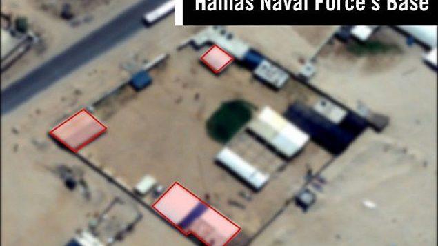 صورة أقمار اصطناعية لما يُشتبه بأنه موقع لقاعدة قوة بحرية تابع لحركة حماس في قطاع غزة، تم استهدافه في غارة جوية إسرائيلية في 29 مايو، 2018. (الجيش الإسرائيلي)