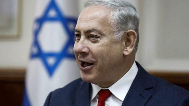رئيس الوزراء بينيامين نتنياهو يترأس الجلسة الأسبوعية للحكومة في مكتب رئيس الوزراء في القدس، 27 مايو، 2018. (AFP Photo/Pool/Menahem Kahana)