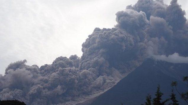ثوران بركان 'دي فويغو'، كما يظهر من بلدة ألوتينانغو، 3 يونيو، 2018. (ORLANDO ESTRADA/AFP)