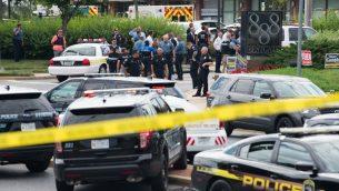 الشرطة ترد على هجوم اطلاق نار في إحدى صحف أنابوليس عاصمة ولاية ماريلاند الأميركية، 28 يونيو 2018 (SAUL LOEB / AFP)