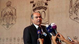 رئيس الوزراء الاردني هاني الملقي خلال مؤتمر صحفي بعد مراسيم تنصيب حكومة اردنية جديدة في القصر الملكي في عباس، 1 يونيو 2016 (AFP PHOTO / KHALIL MAZRAAWI)