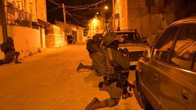 قوات إسرائيلية تعمل في نابلس في صورة نشرها الجيش الإسرائيلي في 18 مارس، 2018. (المتحدث باسم الجيش الإسرائيلي)