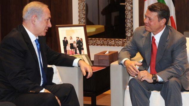رئيس الوزراء بنيامين نتنياهو يلتقي بالعاهل الاردني عبد الله الثاني في عمان، 27 يوليو 2017 (Avi Ohayon/GPO/Flash90)