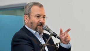 وزير الدفاع الأسبق إيهود براك في تل أبيب، 22 ديسمبر، 2017.   (Flash90)