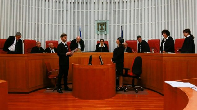 قضاة محكمة العدل العليا خلال جلسة حول قانون التنظيم في المحكمة العليا في القدس، 3 يونيو 2018 (Yonatan Sindel/Flash90)