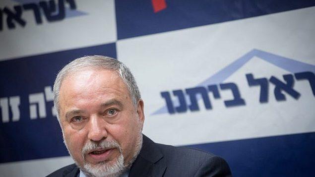 وزير الدفاع أفيغدور ليبرمان يترأس جلسة لكتلة 'إسرائيل بيتنا' في الكنيست، 4 يونيو، 2018.  (Miriam Alster/Flash90)